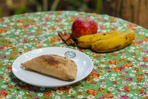 Sweet Baked Pastry Banana, apple and cinnamon powder
