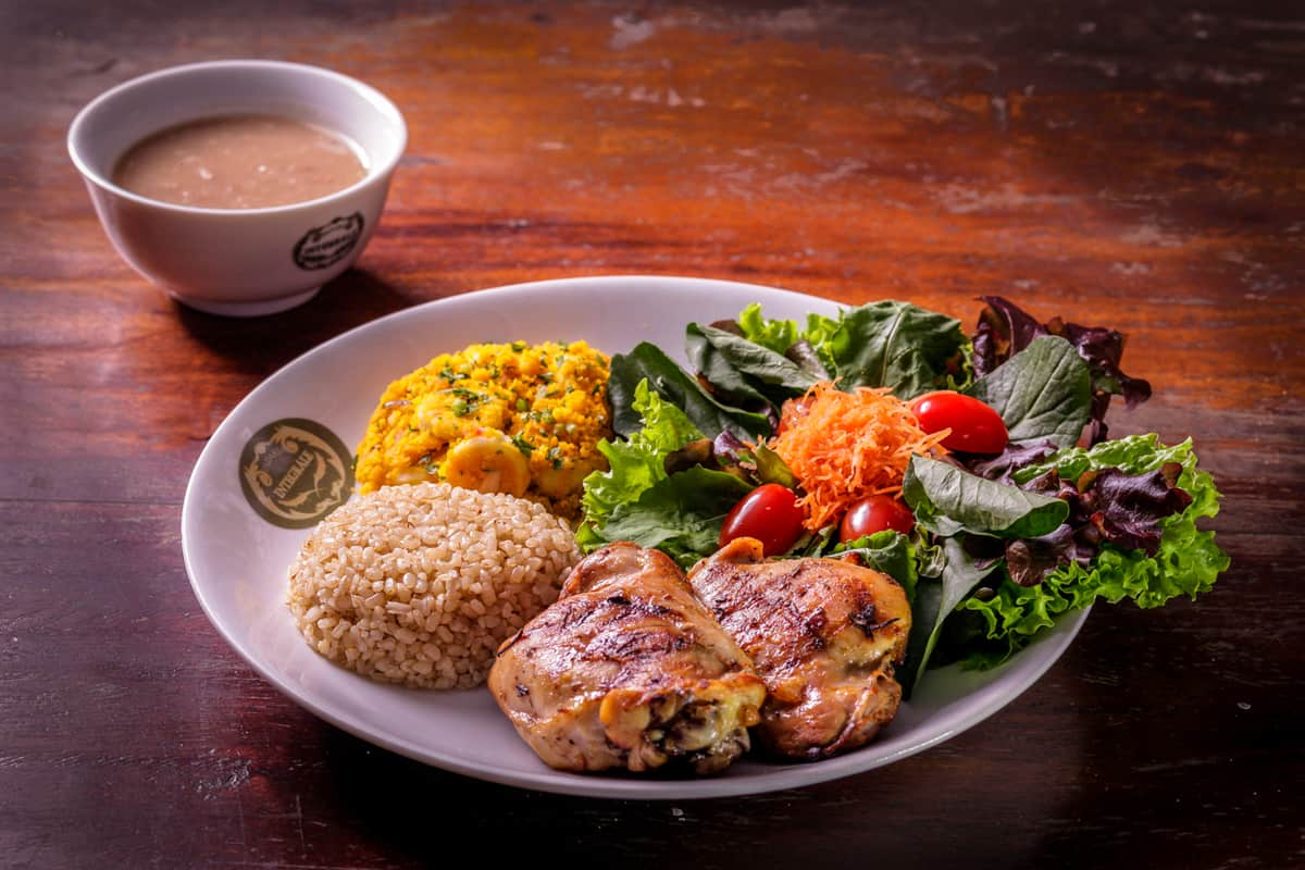 Skinless Chicken Thigh with wholegrain rice, pinto beans, baked manioc flour with bananas and house salad
